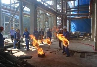 红河制糖公司点火暖炉迎接新榨季