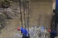 农务顶岗人员在蔗场挂钩